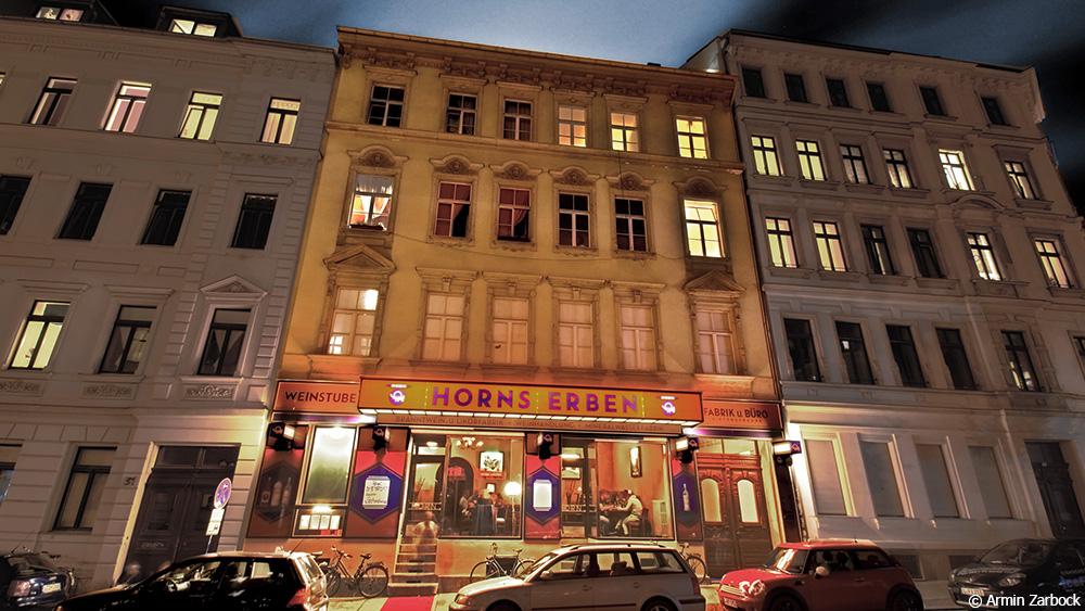"""Heute erstrahlt in der Arndtstraße 33 das """"Horns Erben"""" in neuem Glanz"""
