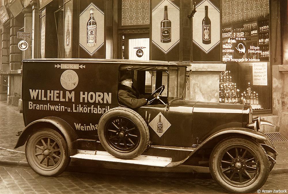 Historisches: Mit 24 Jahren gründet Wilhelm Horn eine Spirituosenfirma, in der Arndtstraße 33 wurde produziert und ausgeschenkt